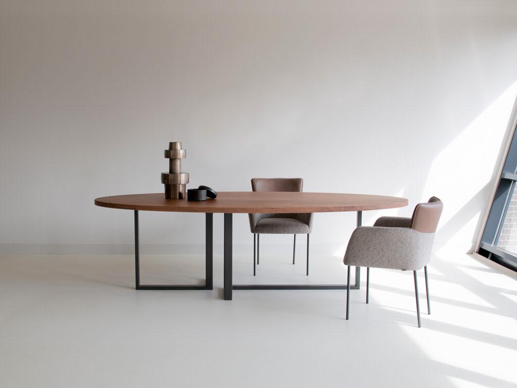 Tafels en stoelen Ponsaerts Meubelen eetkamer set design stoelen metaal textiel leder