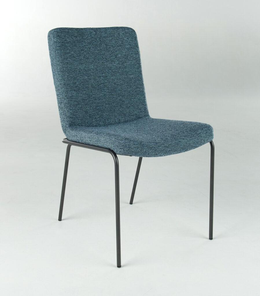 stoel Ponsaerts Meubelen design blauw textiel zwart metaal
