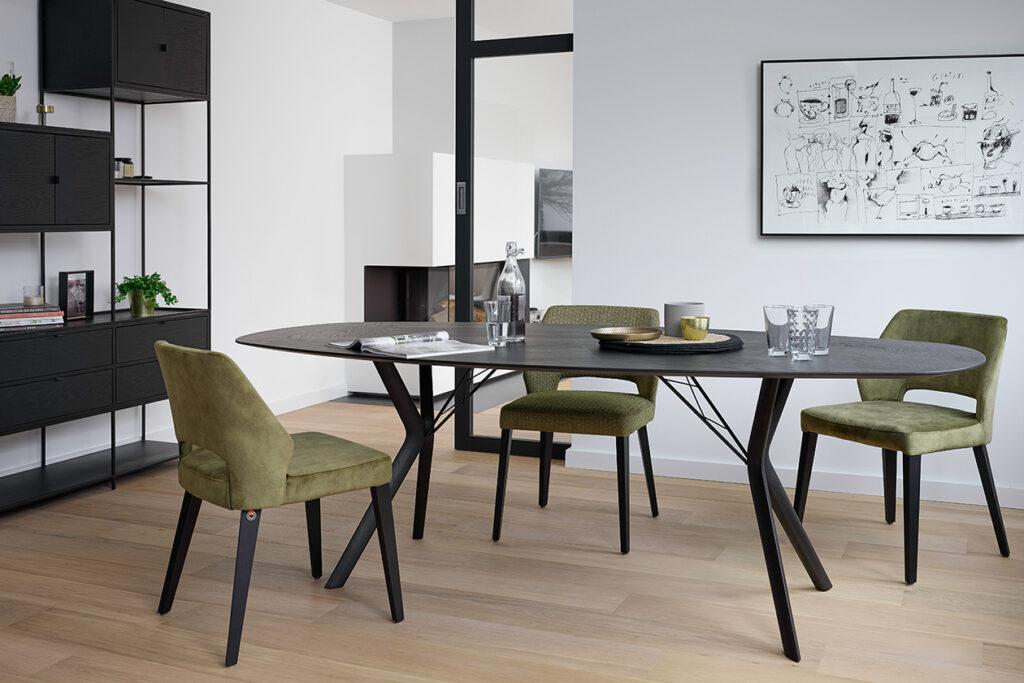 Tafels en stoelen Ponsaerts Meubelen eetkamer set design stoelen metaal velvet kaki