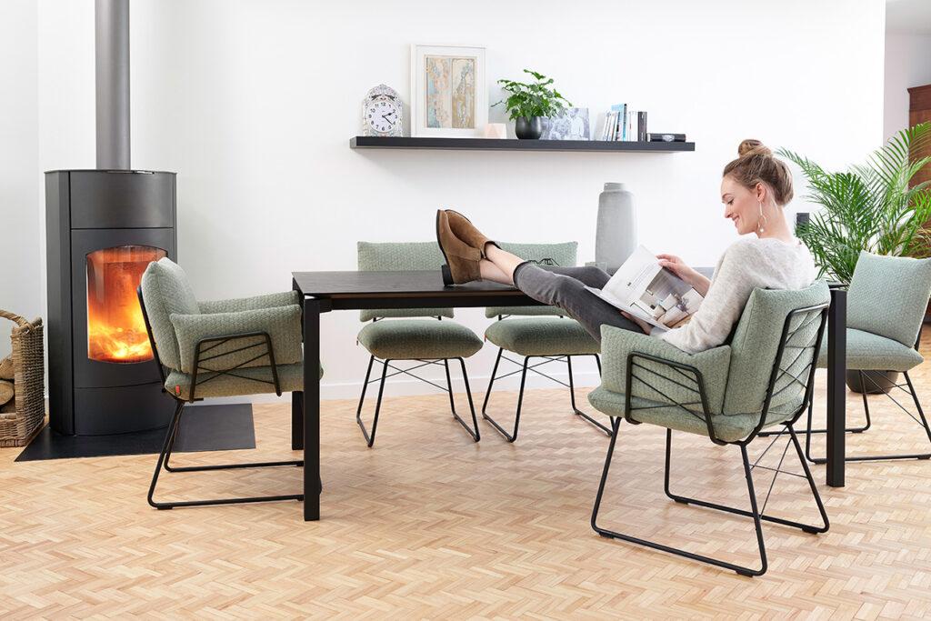 Tafels en stoelen Ponsaerts Meubelen eetkamer set design stoelen metaal textiel
